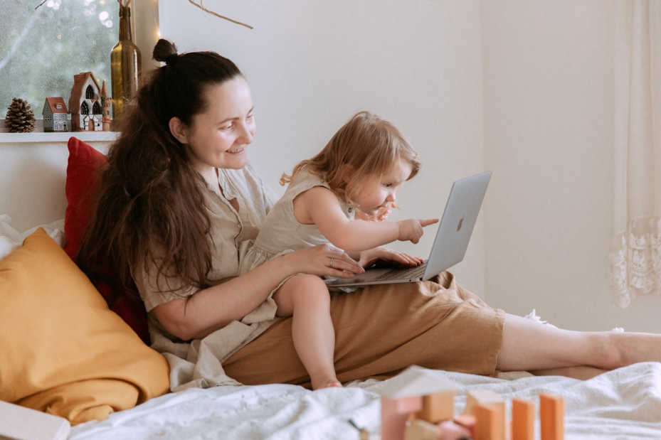 5 Tips Bekerja dari Rumah Saat Bersama Anak - Pusatnyabisnis